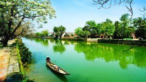 Sông Hương là biểu tượng và cũng là niềm tự hào của người dân xứ Huế