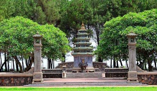 Khu mộ tháp cố hòa thượng Thích Đôn Hậu