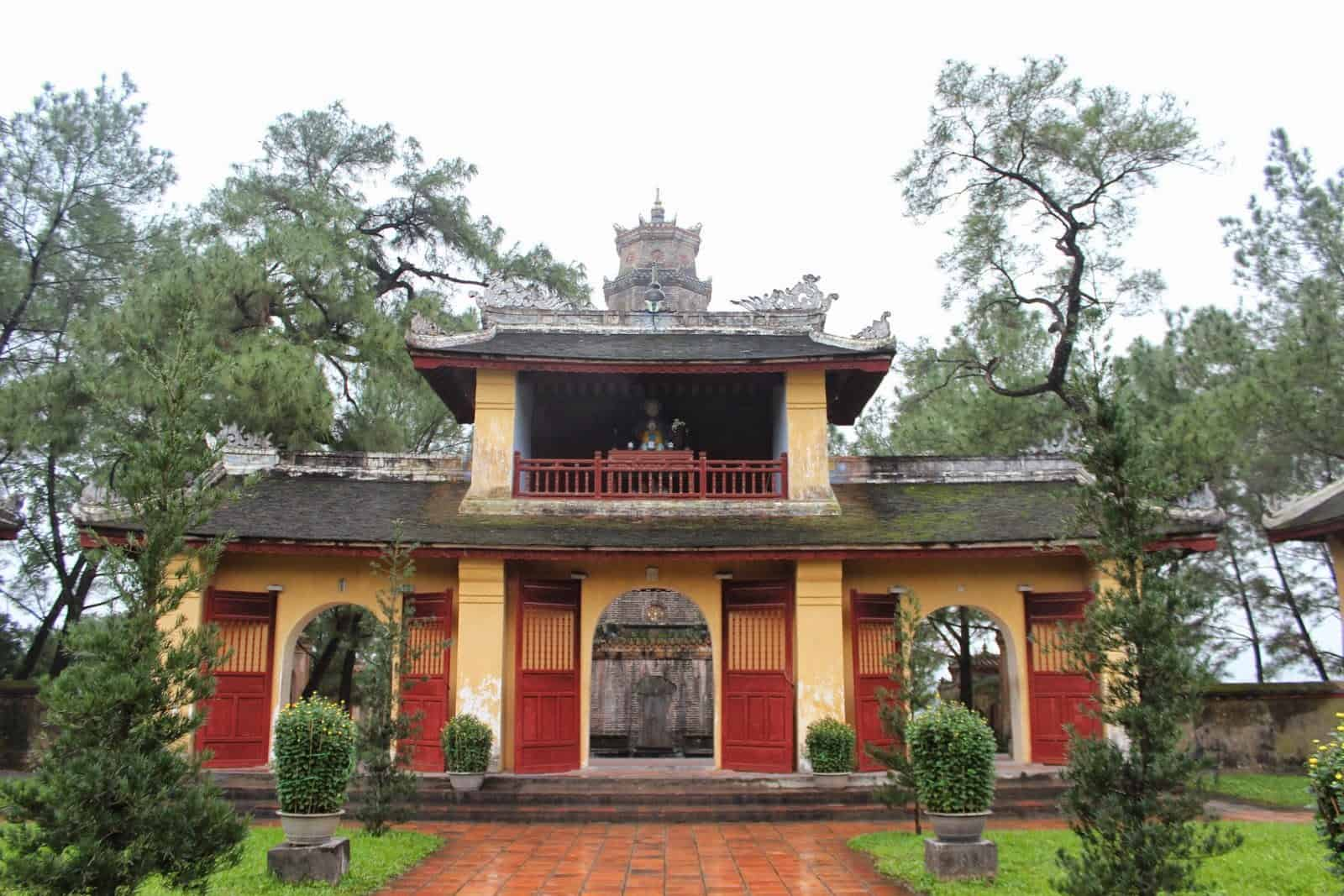 Cánh Cổng Tam Quan Chùa Thiên Mụ Huế