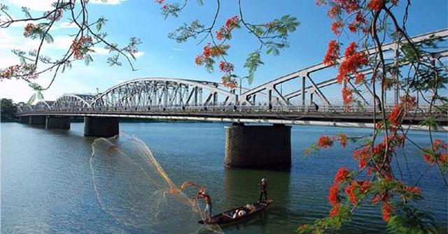 Nét đẹp mộng mơ của dòng sông Hương